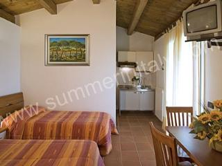 Cozy 1 bedroom Marina Di Grosseto House with Deck - Marina Di Grosseto vacation rentals