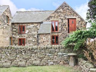PHOENIX LOFT, country holiday cottage, with a garden in Dronfield, Ref 6952 - Dronfield vacation rentals