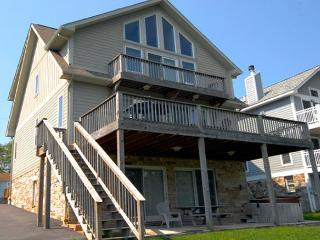 Immaculate 5 Bedroom Lakefront home offers luxurious accomodations! - McHenry vacation rentals