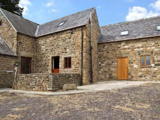 THE STABLE YARD, country holiday cottage, with a garden in Dronfield, Ref 6951 - Dronfield vacation rentals