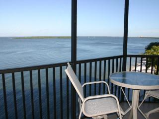 SHR 2 Bedroom Water Front Condo-Great Winter Rates - Fort Myers vacation rentals