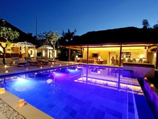 Villa Pantai: Luxury Beach Villa - Nusa Lembongan - Nusa Lembongan vacation rentals