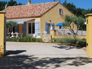 Beautiful 4 Bedrooom House with Pool, Sleeps 8, in - Artignosc-sur-Verdon vacation rentals
