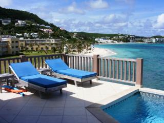 BEACH HOUSE GIANNA... oceanfront 2BR villa just steps from Dawn Beach - Dawn Beach vacation rentals