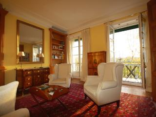 Ile St Louis Apartment for a Couple - Valerie - Serris vacation rentals