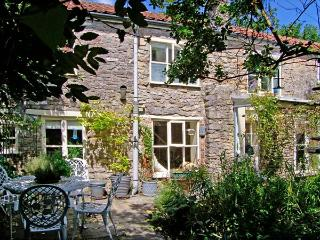 THE HERMITAGE, family friendly, character holiday cottage, with open fire in Nunney, Ref 9248 - Mere vacation rentals