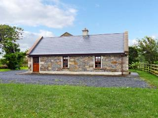 CREEVY COTTAGE, family friendly, character holiday cottage, with a garden in Cliffoney, County Sligo, Ref 7958 - Donegal vacation rentals