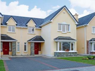 37 ROSSDARA, family friendly, country holiday cottage, with a garden in Killarney, County Kerry, Ref 8213 - Cork vacation rentals