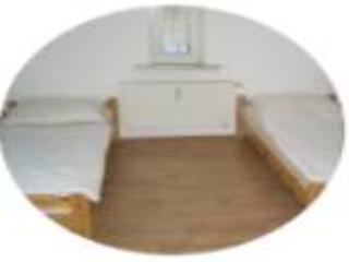 Master Bedroom (1) - Vacation Apartment in Ober-Mörlen - 915 sqft, spacious, clean, centrally located (# 1975) - Bad Nauheim - rentals