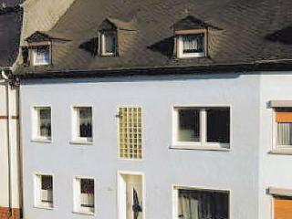 Vacation Apartment in Trier - 968 sqft, modern furnishings, lots of room, right on a city bus line (#… - Wallendorf vacation rentals