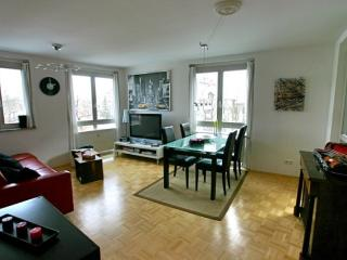 LLAG Luxury Vacation Apartment in Munich - 570 sqft, new and modern furnishings, high-quality furniture,… - Munich vacation rentals