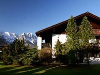 Vacation Apartment in Garmisch-Partenkirchen - 861 sqft, panoramic views, bright, modern (# 2036) - Garmisch-Partenkirchen vacation rentals