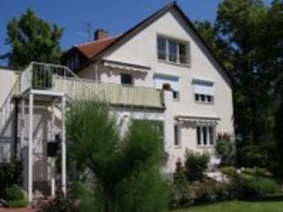 Vacation Apartment in Görlitz - outdoor pool, beautiful spacious backyard, parking provided (# 874) - Gorlitz vacation rentals