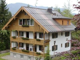 Vacation Apartment in Oberstdorf - 646 sqft, wifi connection, car parking spot, very calm, ideal for… - Bad Hindelang vacation rentals