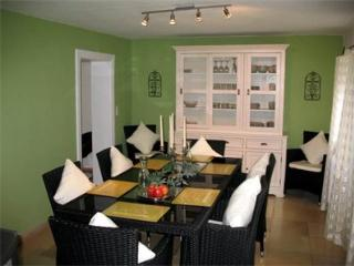 LLAG Luxury Vacation Home in Huglfing - 1399 sqft, stylish, lovely, peaceful (# 1353) - Oberhausen vacation rentals