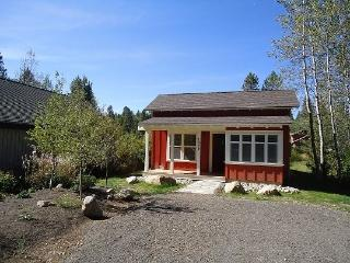 Willowview Bungalow-Two Bedrooms, One Bath. Sleeps 4. WIFI. Satellite TV. - Tamarack vacation rentals