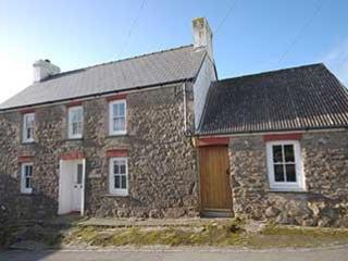Trem Y Don, Quaint Family Cottage Trefin St Davids - Trefin vacation rentals