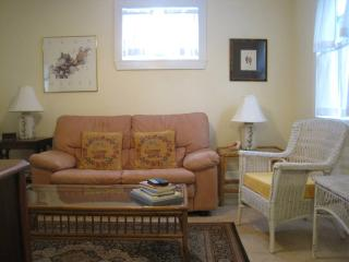 """Old Florida"" Garden Cottage With Shared Pool - West Palm Beach vacation rentals"