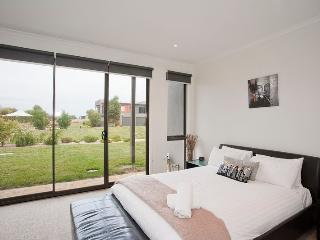 28 Coast Drive, Torquay - Torquay vacation rentals