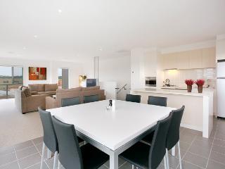 63 Sands Blvd, Torquay - Torquay vacation rentals