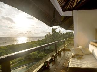 The Shore Villa. Beachfront, Breathtaking Sunsets. - Canggu vacation rentals