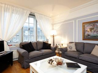 USD! 2 Bed 1 Bath in Piccadilly Circus (2-167) - London vacation rentals