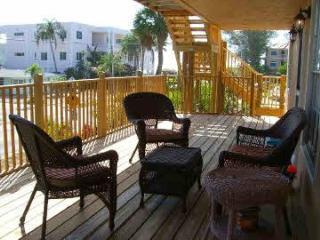Holmes Beach 2 bdrm Condo near beach,  pool - Holmes Beach vacation rentals