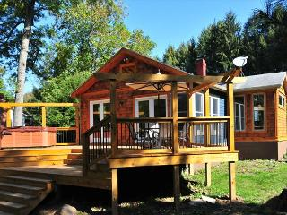 Captivating 2 Bedroom cottage with hot tub offers amazing river access! - Oakland vacation rentals