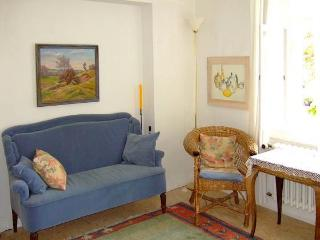 Vacation Apartment in Würzburg - 753 sqft, quiet, nice, central location (# 2164) - Randersacker vacation rentals