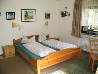 Family Room in Garmisch-Partenkirchen - affordable, great for families, breakfast in lounge (# 727) - Garmisch-Partenkirchen vacation rentals