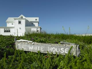 Bright 3 bedroom Yzerfontein Villa with Deck - Yzerfontein vacation rentals