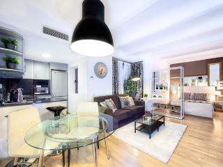 Bright 1 bedroom House in Barcelona - Barcelona vacation rentals