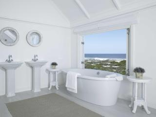 Cozy 3 bedroom Yzerfontein Villa with Deck - Yzerfontein vacation rentals