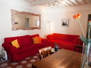 Perfect Lucca Apt with 2BR 2BA in Historic Center - Lucca vacation rentals