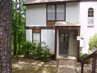 149LaViLn | DeSoto Courts | Townhome | Sleeps 4 - Hot Springs Village vacation rentals