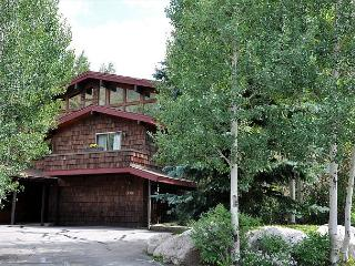 4 Bedroom Ski Home in East Vail with private hot tub - Vail vacation rentals