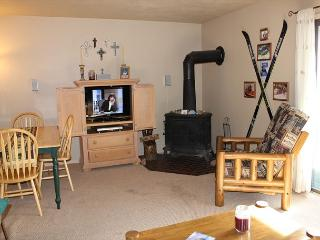 DVW306I Affordable one bedroom Condo with Fireplace, King Bed, Clubhouse - Dillon vacation rentals