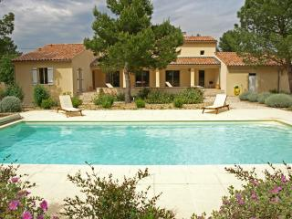 Vacation Villa with a Pool and Grill, in Provence near Carpentras - Maison Mazan - Mazan vacation rentals