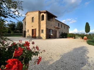 Large Tuscany Apartment in a Villa Near Town - Casale del Borgo 1 - Foiano Della Chiana vacation rentals