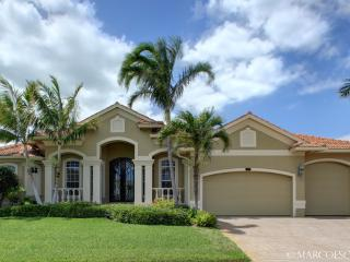 CLIFTON - Stately Island Villa, Easy Walking Distance to Tigertail Beach !! - Marco Island vacation rentals
