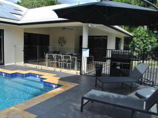 Villa Blue - luxury tropical retreat in Palm Cove - Palm Cove vacation rentals