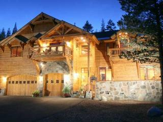 Bear Meadows **Luxury, HOT TUB, POOL TABLE!** - Truckee vacation rentals