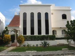 Best Deal in Playa Del Carmen! Special $1,700 per week! - Playa del Carmen vacation rentals