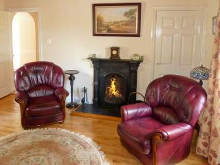 FALLOWFIELD COTTAGE, pet friendly, country holiday cottage, with a garden in Cahir, Ref 10500 - Cahir vacation rentals