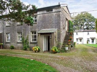GROOM'S QUARTERS, pet friendly, character holiday cottage, with a garden in - Cartmel vacation rentals