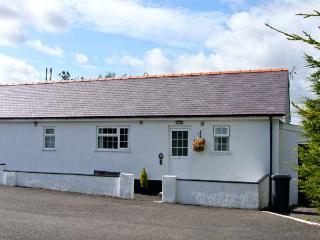 3 BLACK HORSE COTTAGES , pet friendly, country holiday cottage, with a garden in Pentraeth, Ref 9875 - Pentraeth vacation rentals