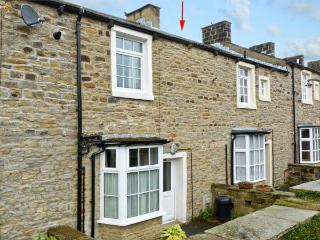HALLAM'S YARD, family friendly, character holiday cottage, with a garden in Skipton, Ref 11415 - Skipton vacation rentals