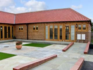 5D HIDEWAYS, family friendly, character holiday cottage, with a garden in Hunstanton, Ref 8748 - Norfolk vacation rentals