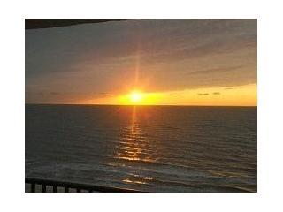 Cancellation now thru 4/28  now $2000 wkly Direct Beachfront Views Lg End Unit - Marco Island vacation rentals