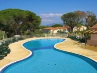 Fantastic, Pet-Friendly 2 Bedroom Apartment in Saint Aygulf - Roquebrune-sur-Argens vacation rentals